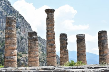 2017-06-14-Greece-Delphi-temple-apollo2